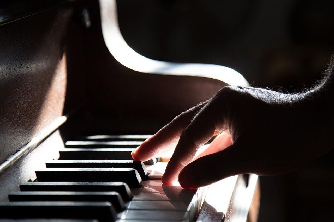 Learning Piano Online: Tickling Your Fancy for Tickling the Ivories
